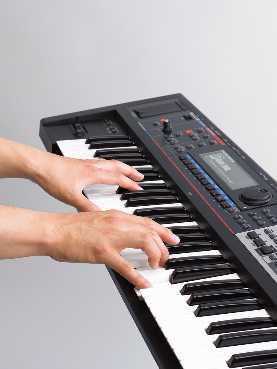 Đàn Organ Roland Juno-Gi