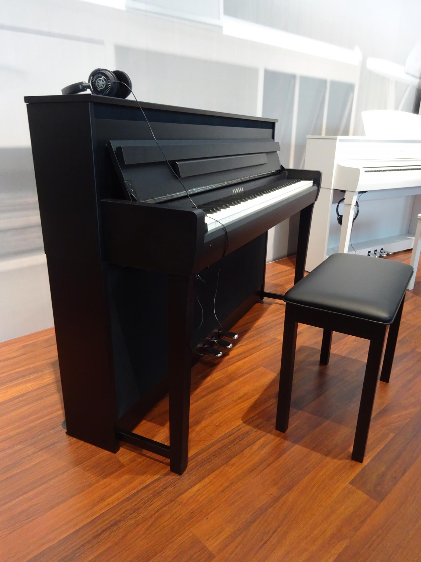 Đàn Piano Yamaha CLP - 685PWH
