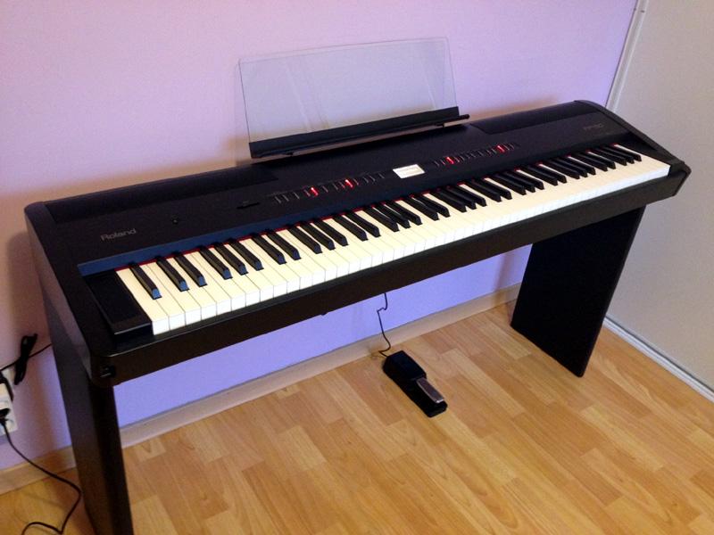 Đàn piano Roland FP-80-BK